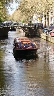 Tour boat - big